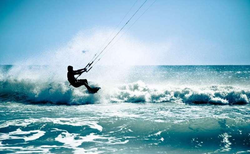 kitesurfing, skøre oplevelsesgaver, adrenalin oplevelsesgaver, kitesurfing kursus, kusus med kitesurfing, andereldes oplevelsesgaver