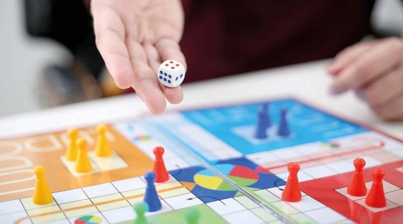 quiz spil, sjove quiz spil, videns quiz spil, quiz spil med viden, quiz spil til vennerne, brætspil, brætspil til familier, brætspil til børnefamilier, børnefamilier brætspil