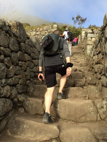Verne marching on to the 'Montaña' guardhouse