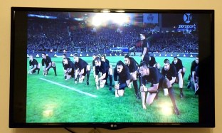 On our last day in New Zealand there was a rugby match going on between the All Blacks and the Aussies