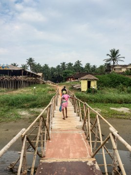 We were starving, so we quickly crossed this bridge, following the intense aroma of grilled fish