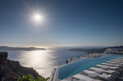Infinity pool in Fira, Santorini (16mm, two exposures at 1/550s & 1/1100s, f16, ISO 200)
