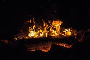 Extra large burning log