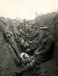 WW I - Men in trenches