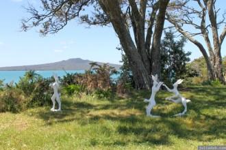 NZ Sculpture OnShore Nov 2012 (95) NZ Sculpture OnShore Nov 2012 (104)Nick Dryden 'Boxing Hares'