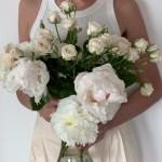 Julia Lundin holding peonies bouquet