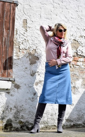 Nähen ü50, ü50stil, ü50 style, fibre mood, café jenefea, videodreh, Nähvideo, Neuheiten, Jeansrock nähen, DIY Jeansrock, Modeblogger, Nähblogger, nähinspirationen, fashionrevolution, Nähtrends, Nähanleitung, i made my clothes, Nähzeitschrift, Jlkreativ, Nachhaltigkeit, selfishsewing, Rock Anna, Jeansrock Anna, Pulli Erin, Fibre Mood Stoff, Audioblog, Vorleseblog, gesprochener Text, diy fashionblogger, Rock Arlette, Bluse Wallys, Janome, designnähen, Kolumne,