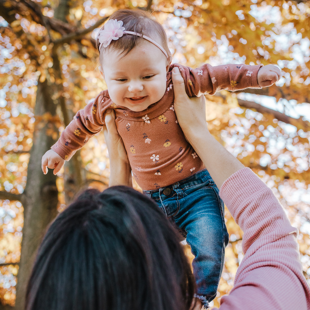 family session - adoring mom