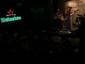 juliana-areias-bossa-nova-baby-beco-das-garrafas-11c-bottles-bar-crowd-img_9072