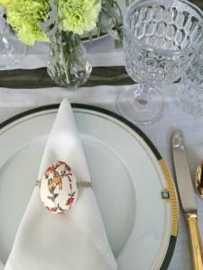 DIY - Porta guardanapos de Páscoa, feito com ovo com découpage e sianinha de camurça. Decoraçãomais formal e chic para receber na Páscoa.