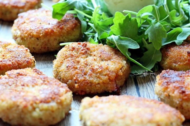 Focused fritter with arugula salad
