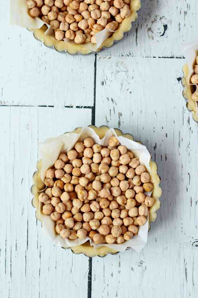 lemon tart shells filled with chickpeas how to bake