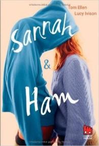 Genau einen Sommer lang brauchen Hannah und Sam, um ein echtes Liebespaar zu werden. Dabei ist bereits die erste Begegnung für beide unvergesslich. Wer verliebt sich schon auf dem Klo? Aber bevor das Schicksal sie endlich zueinander führt, müssen sie peinliche Situationen überstehen und die gutgemeinten, aber hirnrissigen Ratschläge ihrer Freunde umsetzen. Und dann können sie sich – hurra! - vom schrecklichsten aller schrecklichen Albträume verabschieden: womöglich NIEMALS ihre Jungfräulichkeit zu verlieren.