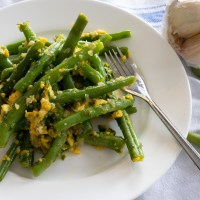 GREEN BEANS WITH SHALLOT, EGGS AND GARLIC