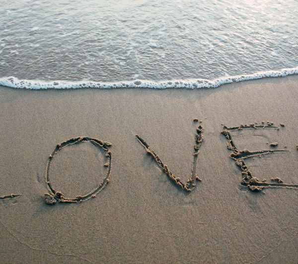 Love Fades? The Happy Moments And Love For Travelling