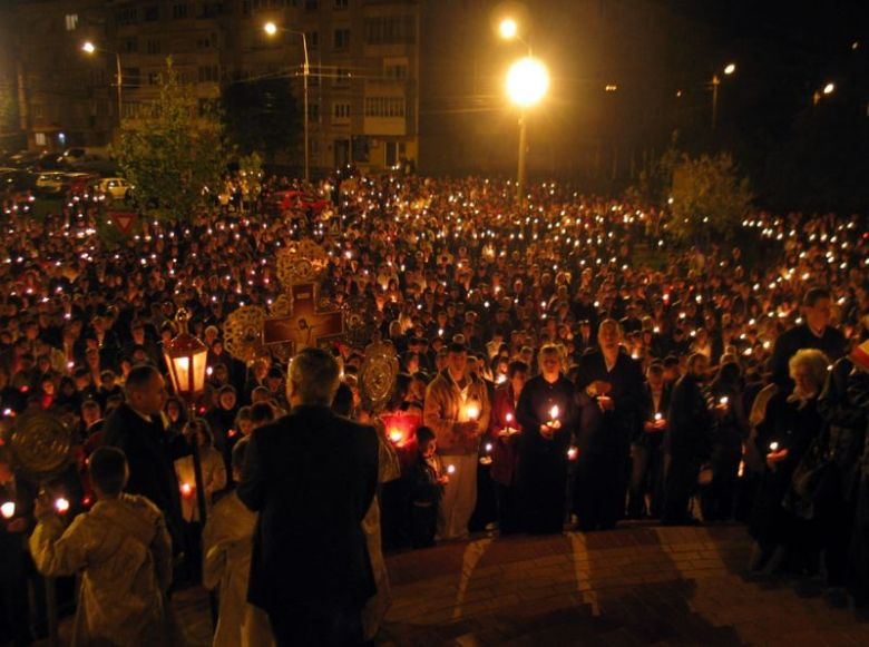 romanian easter traditions holy light