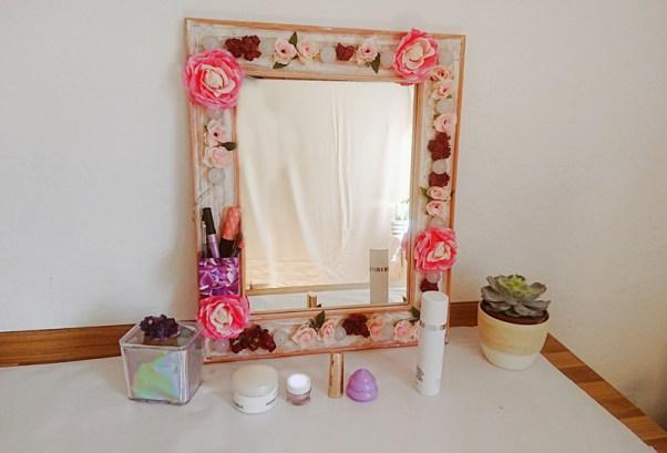 diy floraler hollywoodspiegel julia to the fullest spiegel selber bauen. Black Bedroom Furniture Sets. Home Design Ideas