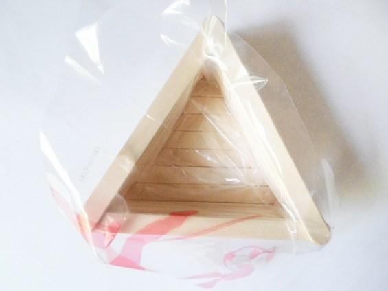 DIY Blumentopf aus Holzstäbchen mit Rosenverzierung - sehr günstiges DIY für dein zu Hause (4)