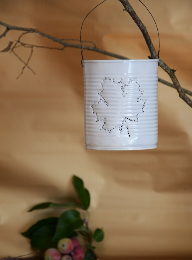 DIY Dosenlatere Konserven upcycling Dosenlicht, Konservenlaterne herbstblatt diy, herbst diy (12)