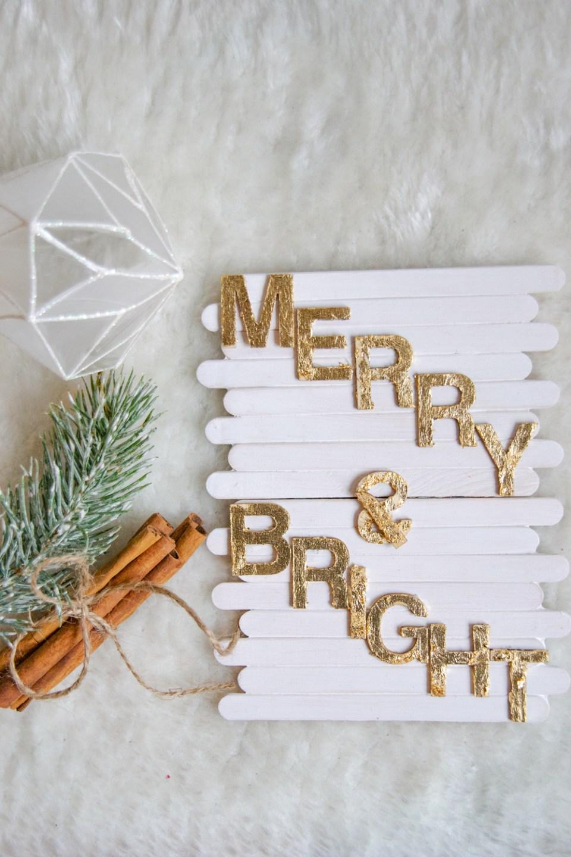 DIY basteln mit Eisstäbchen. Basteln mit Holzstäbchen und Blattgold für Weihnachten. Weihnachtsdeko basteln DIY Weihnachtsdeko Merry & Bright (12)