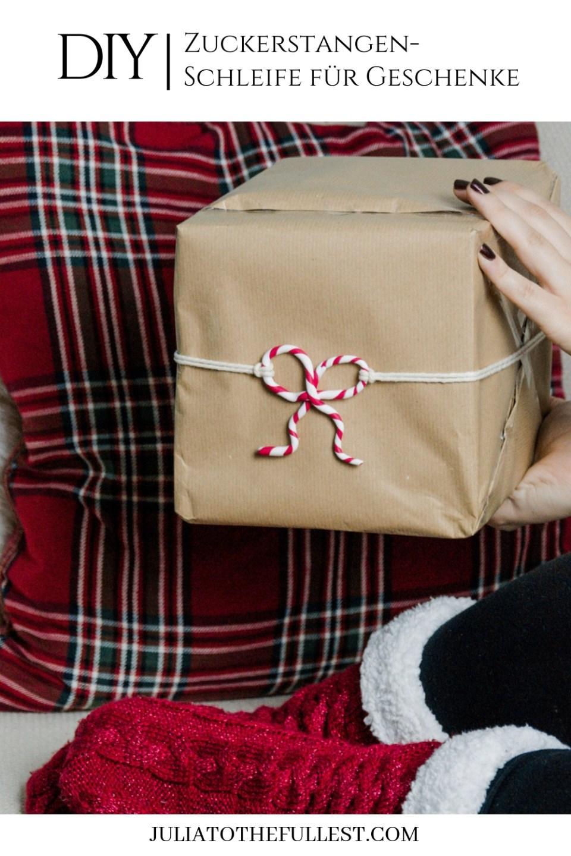 Geschenke kreativ verpacken für weihnachten mit Zuckerstange aus modelliermasse, diy zuckerstange diy gift wrapping ideas, geschenke modern verpacken, weihnachtsgeschenke verpacken (3)