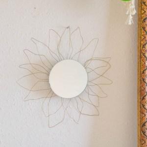 """DIY Spiegel """"starburst"""" DIY Spiegel rund   Modernen starburst Spiegel basteln in gold, so leicht kannst du deine Spiegel verschönern. Boho Spiegel in Blumenform basteln   Interior Trend"""