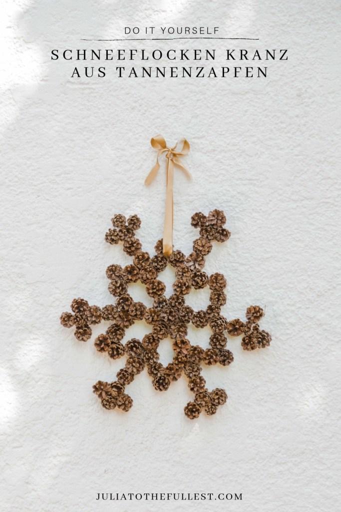 Schneeflocken Kranz aus Tannenzapfen