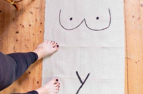 DIY Teppich mit Body Print, heller Teppich mit Körper Zeichnung, Boobs rug