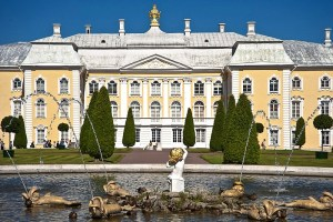 view-of-the-grand-palace-from-the-upper-garden-in-peterhof