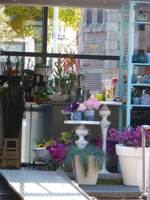 Buying_flowers_from_a_florist