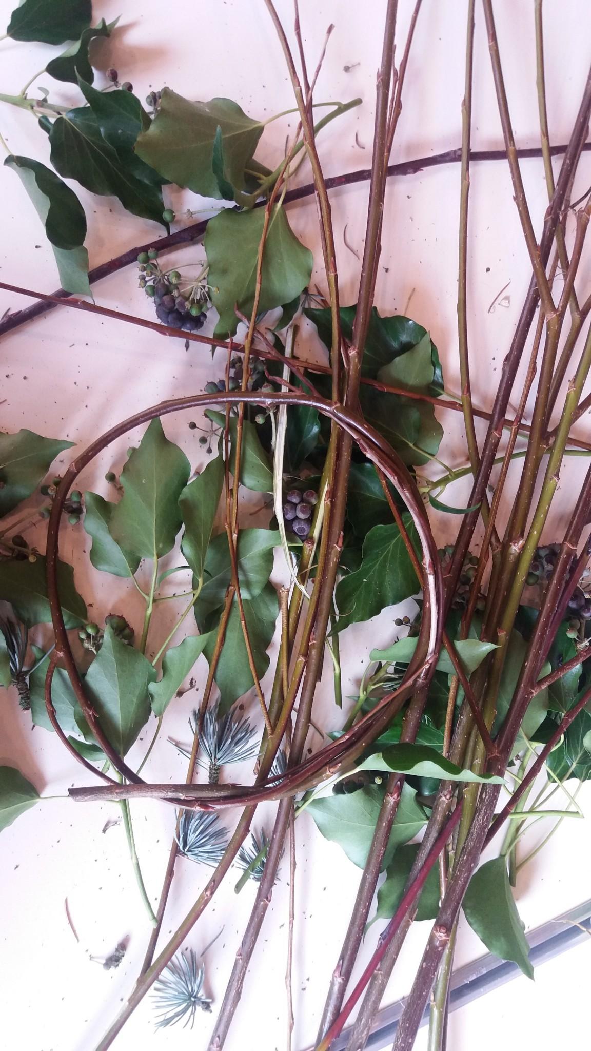 creating your own simple Christmas door wreath