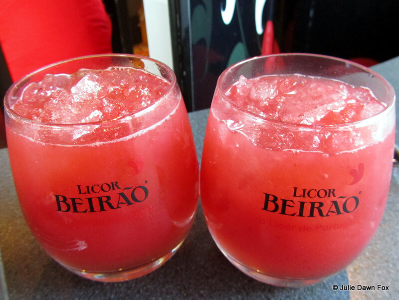 Morangão: Licor Beirão and strawberry cocktail