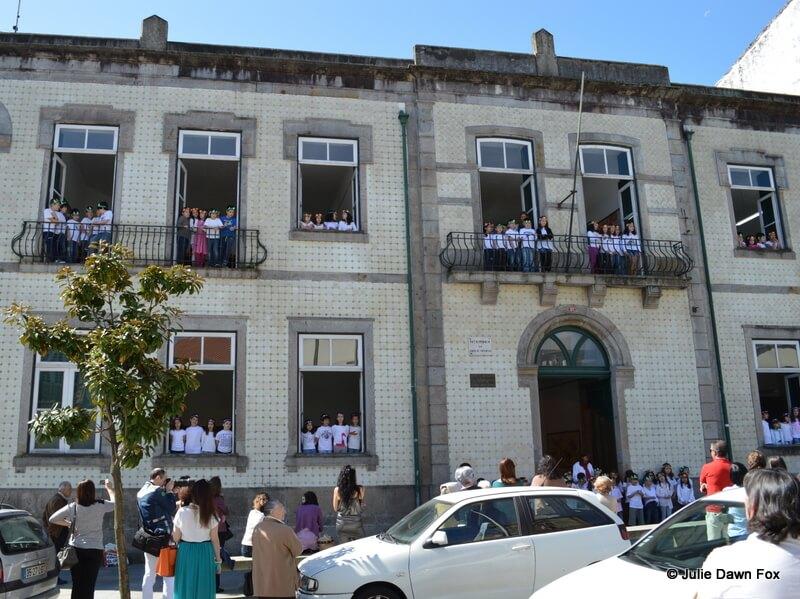 Primary school children brighten up Braga