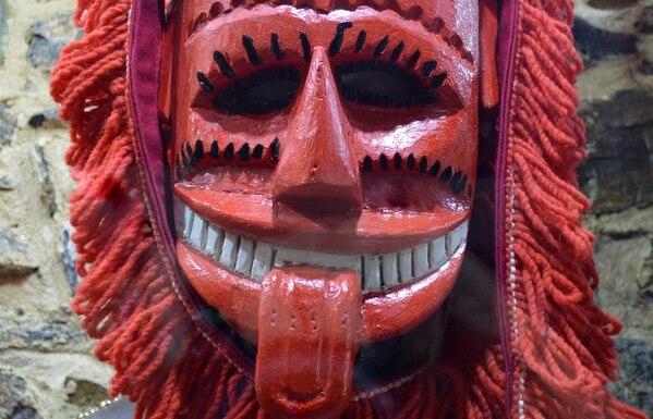 Grinning red mask, Bragança