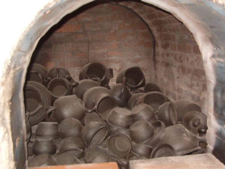 Black earthenware pots, straight from the oven