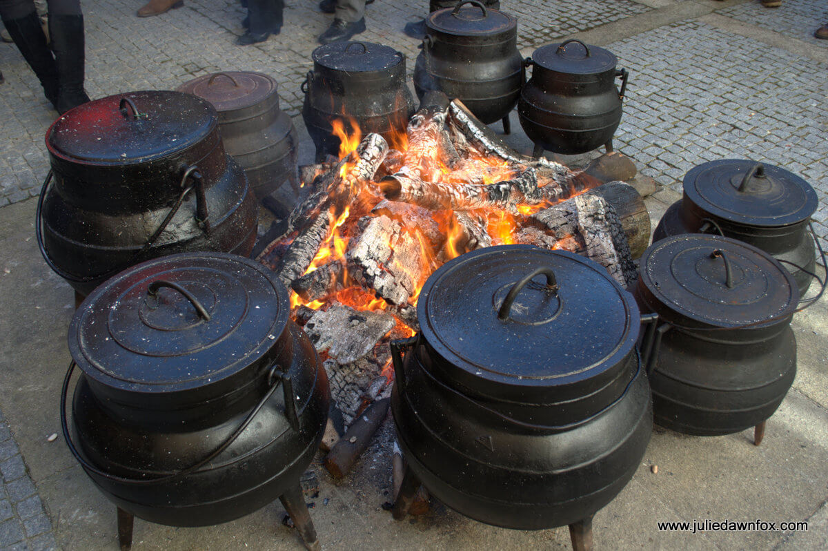 Pots of stew cooking, Lazarim