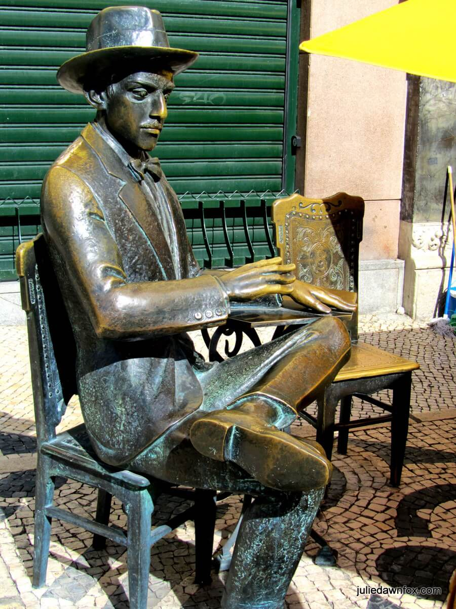 Bronze statue of Fernando Pessoa, A Brasileira café, Largo do Chiado, Lisbon. One of the stories on my Lisbon walking tour