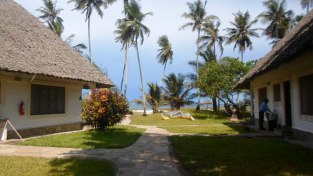front houses to beach