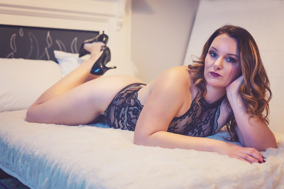 boudoir-by-julie-g-photography-em couch