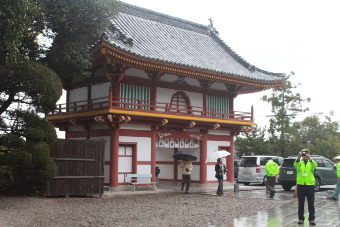 This is the entrance and exit of the Gokurakuji.