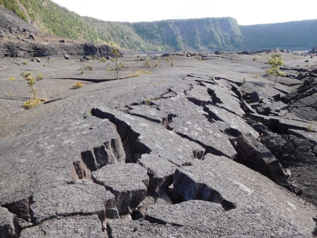 Kilauea_Iki_trail_volcanoes_1