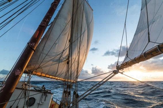 Lever de soleil en Atlantique à bord de De Gallant.