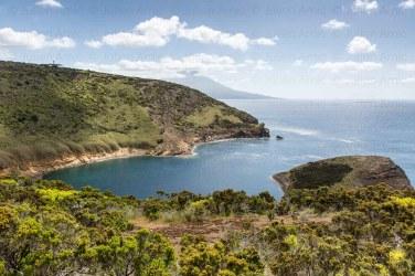 Île Faial et en arrière plan île Pico, archipel des Açores.