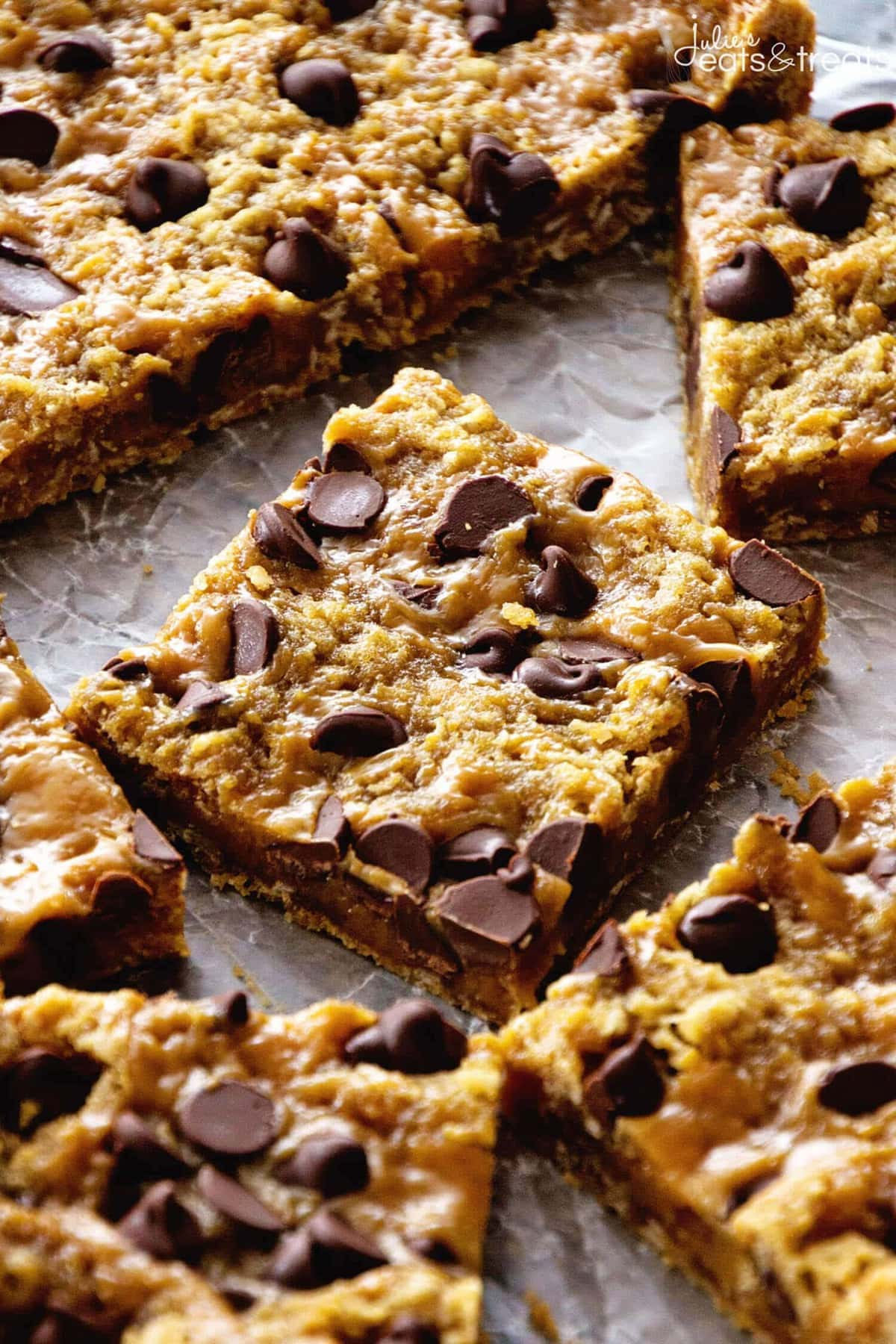 Caramel Oatmeal Bars ~ These Oatmeal Bars Have a Delicious, Ooey, Gooey Layer of Caramel and Sweet Chocolate Chips! Quick, Easy Dessert for Anyone!