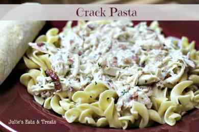 Crack Pasta ~ Creamy pasta stuffed full of chicken, bacon and ranch! www.julieseatsandtreats.com #recipe #pasta