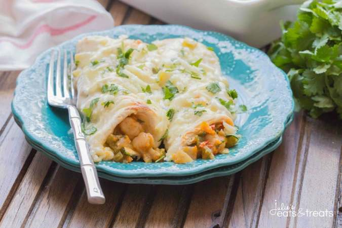 Shrimp Enchiladas ~ Filled with tender, flavorful shrimp then topped with a delicious homemade creamy sauce. These enchiladas are a winner and will gone in no time!