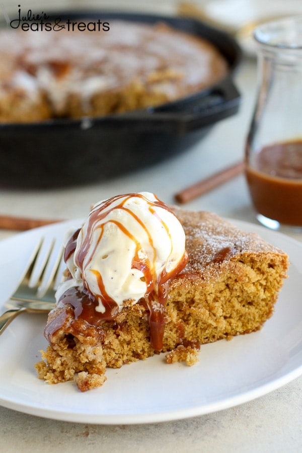 Pumpkin Snickerdoodle Skillet Cookie is an easy fall dessert you need to make!