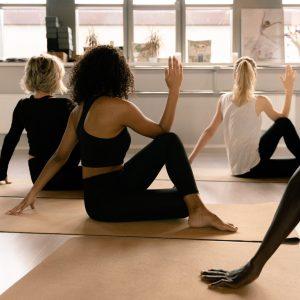 Découvre 24 postures de Yoga