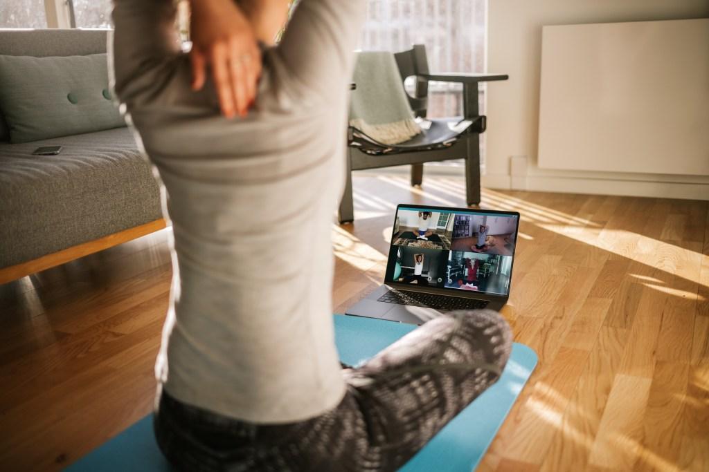Yoga en ligne : Cours de yoga à distance pour débutants et tous niveaux avec Juliette Marchal - Cours de yoga online à Lyon et en rhone alpes