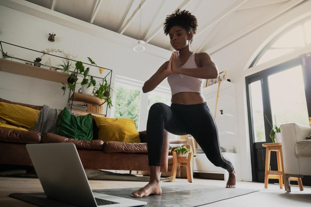 Yoga en ligne : pratiquer le yoga à distance débutant avec Juliette Marchal - Cours de yoga online à Lyon 69 et en rhone alpes